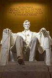 Statue commémorative d'Abraham Lincoln la nuit Photo stock