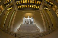 Statue commémorative d'Abraham Lincoln la nuit Photos stock