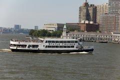 Statue Cruise Ferries returning to Manhattan Royalty Free Stock Image