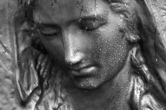 Statue of a crying woman Royalty Free Stock Images