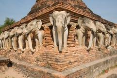 Statue d'éléphant autour de pagoda Photographie stock