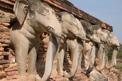 Statue d'éléphant autour de pagoda Photo libre de droits