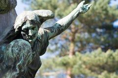 Statue d'être céleste ange guidant un humain Photographie stock libre de droits