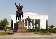 Statue d'Amir Temur (Tamerlan) sur le cheval à Tashkent Images stock