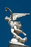 Statue d'ange dans un cimetière Images stock