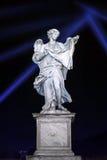 Statue d'ange sur le St Angelo Bridge à Rome Photographie stock libre de droits