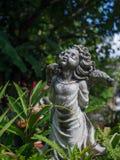 Statue d'angle de ciment de charme de vintage de plan rapproché belle à garde Images libres de droits