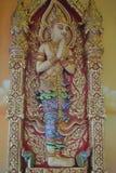 Statue d'Angleman sur le bâtiment bouddhiste de mur dans le nonthaburi buakwan Thaïlande de wat de temple Image stock
