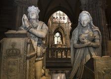 Statue d'annonce Marie-Antoinette du Roi Louis XVI dans la basilique de St Denis Image stock