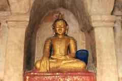 Statue d'or antique de Bouddha Photo stock