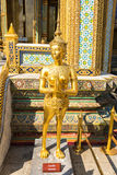 Statue d'Apsarasi dans le palais grand Bangkok, Thaïlande images stock
