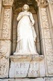 Statue d'Arete, dans le mur de la bibliothèque de Celsus, Ephesus Photographie stock libre de droits