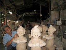 Statue d'argile d'artiste : sourire d'homme Photographie stock