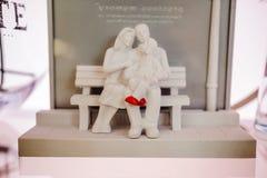 Statue d'argile d'un couple Photographie stock