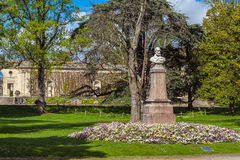 Statue d'artiste Maxime Lalanne dans le botanique de Jardin Image stock