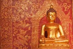 Statue d'or de Bouddha. Images libres de droits