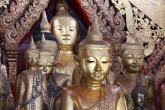 Statue d'or de Bouddha Photographie stock