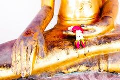 Statue d'or de Bouddha et architecture thaïlandaise d'art Photo stock