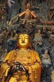Statue d'or de Guanyin et de Sudhana acompanied par leurs maîtres de l'intérieur de Jade Buddha Temple à Changhaï photographie stock libre de droits