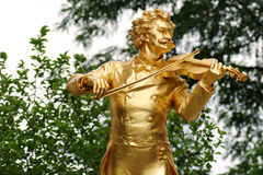 Statue d'or de Johann Strauss à Vienne, Autriche Stadtpark une journée de printemps photos stock