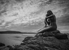 Statue d'or de sirène Photographie stock libre de droits