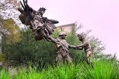 Statue d'en cuivre de mémorial de guerre images libres de droits