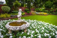 Statue d'enfant en parc public de Suan Luang Rama IX Image libre de droits
