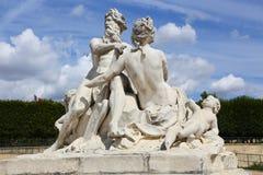 Statue d'homme et de femme - Paris Photos stock