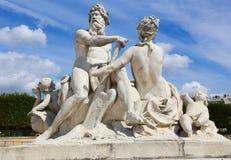 Statue d'homme et de femme - Paris Image libre de droits