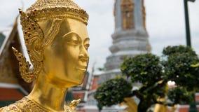 Statue d'or Thaïlande d'ange de beau visage Image stock