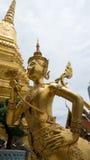 Statue d'or Thaïlande d'ange de beau visage Photographie stock libre de droits