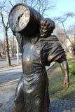 Statue d'un homme avec un baril Photos stock