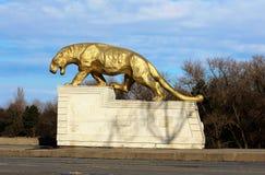 Statue d'un léopard sur un piédestal Images libres de droits