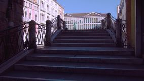 Statue d'une personne célèbre à Venise banque de vidéos