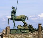 Statue dans la ville ruinée de Pompeii Photographie stock
