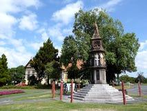Statue dans le fron du vieux bain public de bâtiment, musée de Rotorua images libres de droits