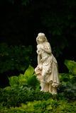 Statue dans le jardin Photos stock