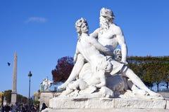 Statue dans le jardin de Tuileries à Paris photographie stock