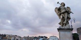 Statue dans le pont près de Castel Santangelo, Rome, Italie image libre de droits