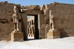 Statue dans le temple antique Karnak Photo libre de droits
