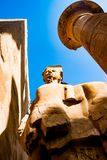 Statue dans le temple de Karnak à Louxor, Egypte photos stock