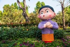 Statue das Mädchen im Garten Lizenzfreies Stockfoto