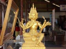 Statue de bhudda d'or dans le temple public Photographie stock
