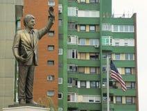 Statue de Bill Clinton dans Pristina Kosovo images libres de droits