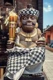 statue de bon esprit sur la rue d'Uluwatu dans Jimbaran photographie stock