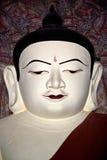 Statue de Bouddha à l'intérieur de pagoda antique en Bagan Kingdom, Myanmar Image stock