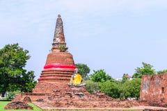 Statue de Bouddha au vieux temple de Wat Worachetha Ram en parc historique d'Ayutthaya, Thaïlande Photos stock