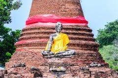 Statue de Bouddha au vieux temple de Wat Worachetha Ram en parc historique d'Ayutthaya, Thaïlande Image libre de droits