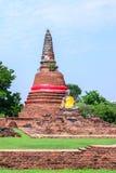 Statue de Bouddha au vieux temple de Wat Worachetha Ram en parc historique d'Ayutthaya, Thaïlande Images libres de droits