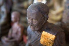 Statue de Bouddha avec la feuille d'or photographie stock libre de droits
